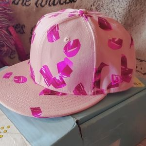Kenzo fitted 59/50 hat Valentine's Day 💖